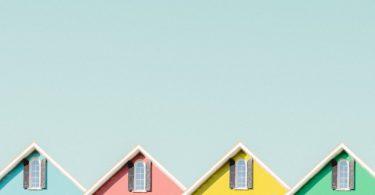 Dächer von vier Häusern die über Risikolebensversicherung abgesichert sind