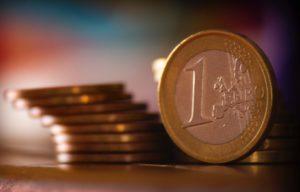 Ein Euro Münzen gestapelt