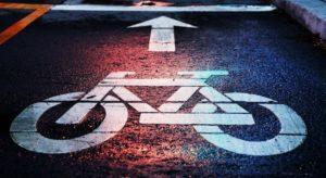 Fahrradweg mit Markierung
