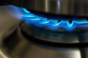 Nahaufnahme Gasherd mit Gas nach Gasanbieter wechsel