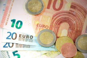 Geldscheine erhalten aus Kredit mit Bürgen