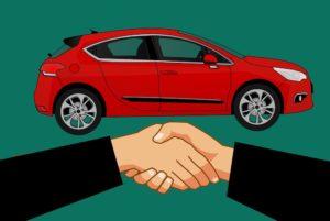 Handschlag über Mietwagen Vertrag