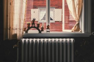 Heizöl Heizkörper unterhalb Fenster