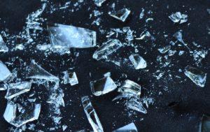 Zerbrochenes Glas bei Gefälligkeitsschaden